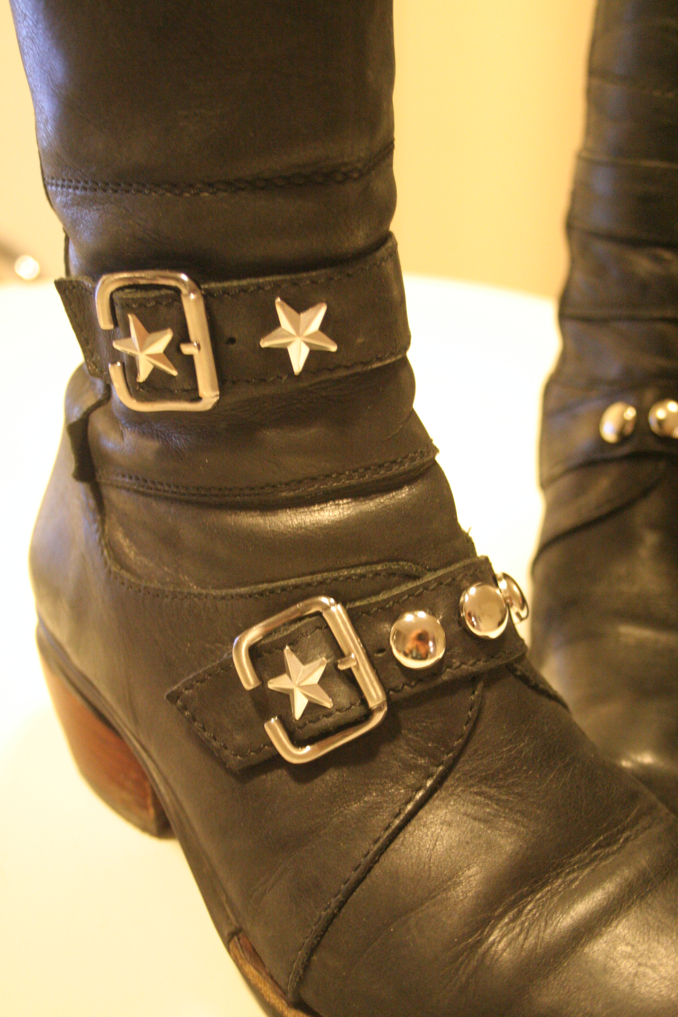 how to put studs on boots