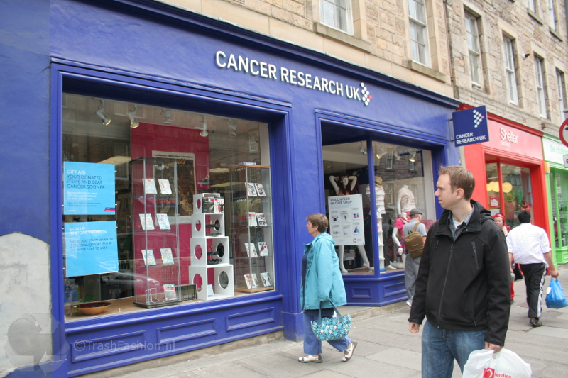 De Cancer Research charity shop